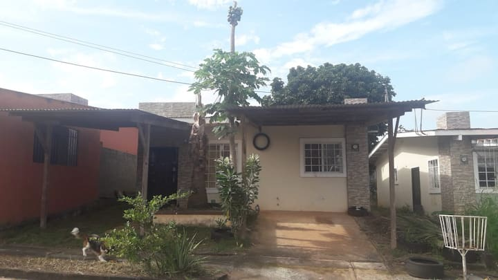 """""""Chorrera House in Quiet Housing Development"""