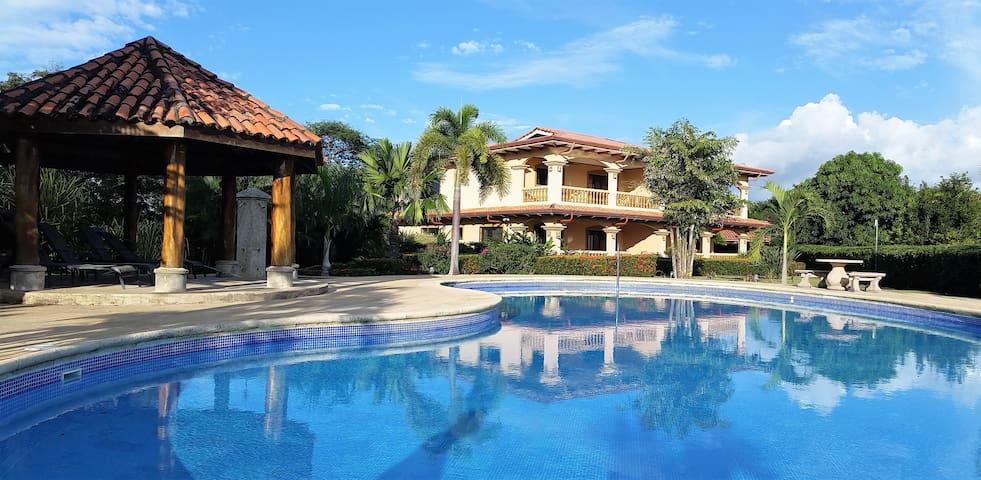 Venado del Pacifico, luxury Condo close to beach