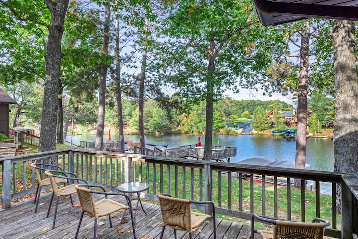 Lakefront, dog-friendly villa w/ shared tennis court, private deck & fireplace!