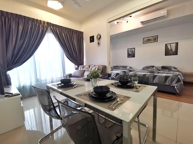 Exquisite 2 Bedroom CityView Suite2@ Tropicana 218
