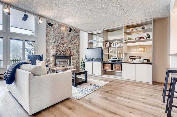 Spacious 2-level Condo located between Vail & Lionshead Village | Evergreen 604