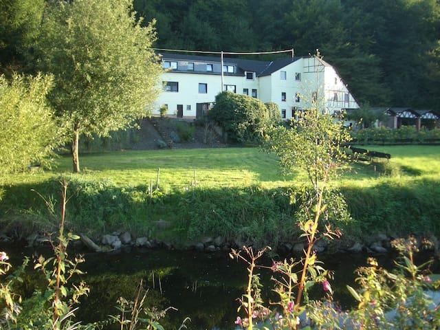 Gemütl. Ferienhaus in ehem. Mühle - Maring-Noviand