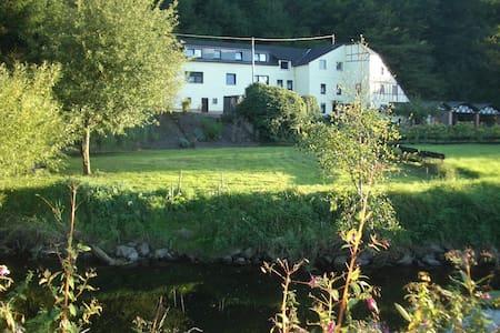 Gemütl. Ferienhaus in ehem. Mühle - Maring-Noviand - Hus