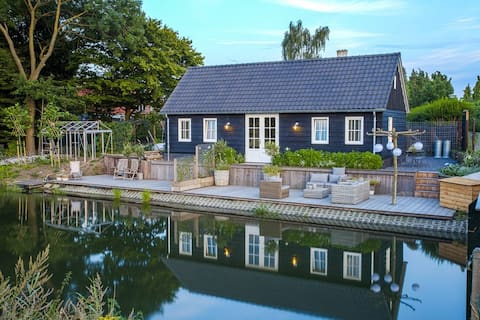Kamer 2 aan de Kromme Rijn in t 'buiten v Utrecht'