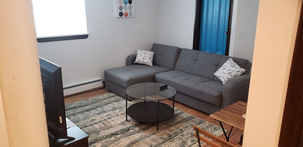 Cozy Apt 2 near BC,BU w/parking and keyless entry