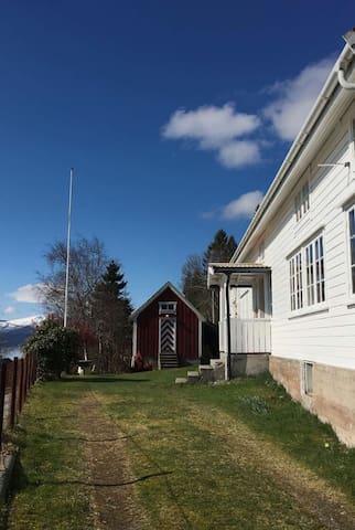 Landsted på Nord Heggdal - Midsund - 獨棟