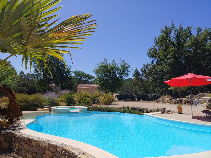 Villa Provençale dans un village médiéval