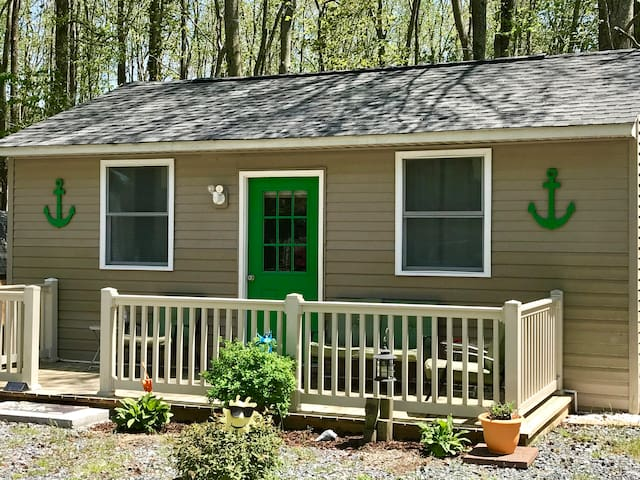 """""""The Green Anchor"""" Charming cabin 6 miles from OC"""