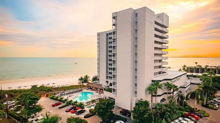COMFY 1BR WITH GULF VIEW! ON THE BEACH, POOL, SPA!