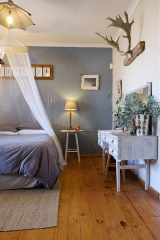 Cozy, rustic cottage for lovers of the simple life