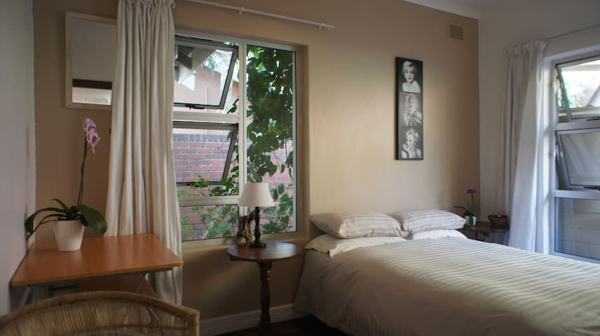 Airport Guest House and Backpackers