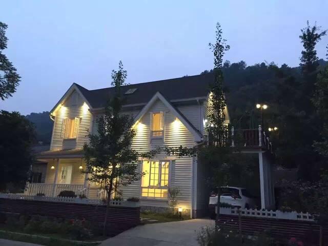 美式山村别墅