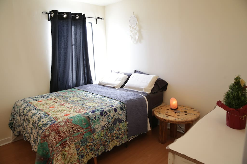 guest house is located in the back of the house so very quiet for a great nights sleep.