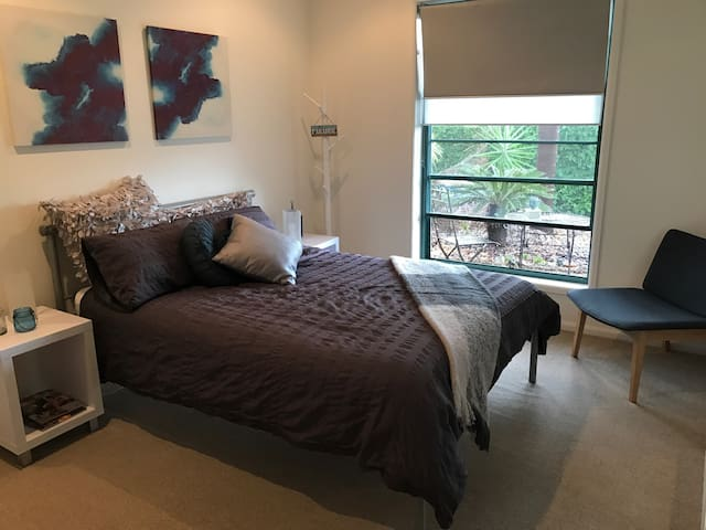 Private double room and bathroom Noosa Waters - Noosaville - House