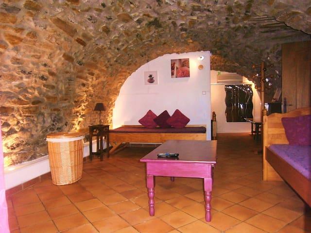 Gîte l'Authentique en pierres et voûtes en Ardèche - Saint-Étienne-de-Fontbellon