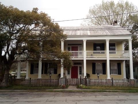 Centerville Steamboat Inn, Room #3