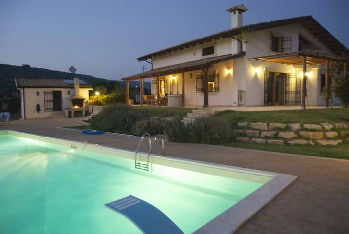 Studio apartment in countryside villa with pool