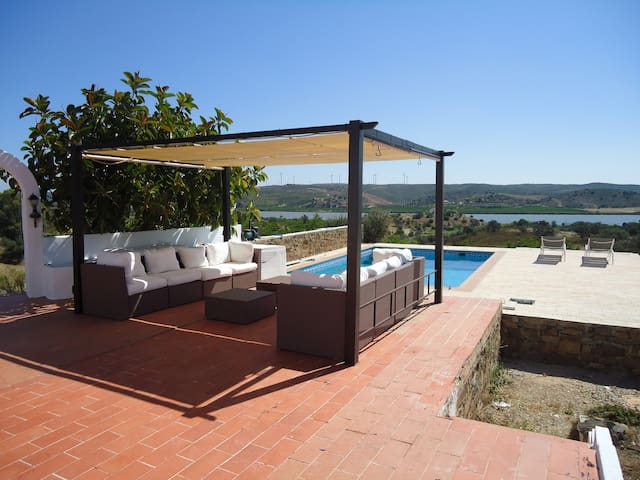 On the Guadiana, peaceful, spacious location