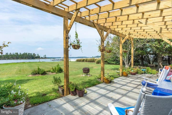 Eastern Shore waterfront Home