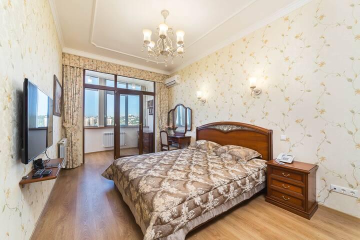 Сдам комнату в трёхкомнатной квартире.
