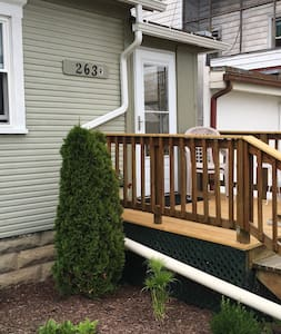 CLEAN&COZY 1st Floor 1BR Apt Downtown Loudonville