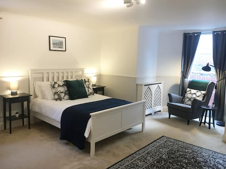Beautiful Georgian flat with parking! Clifton