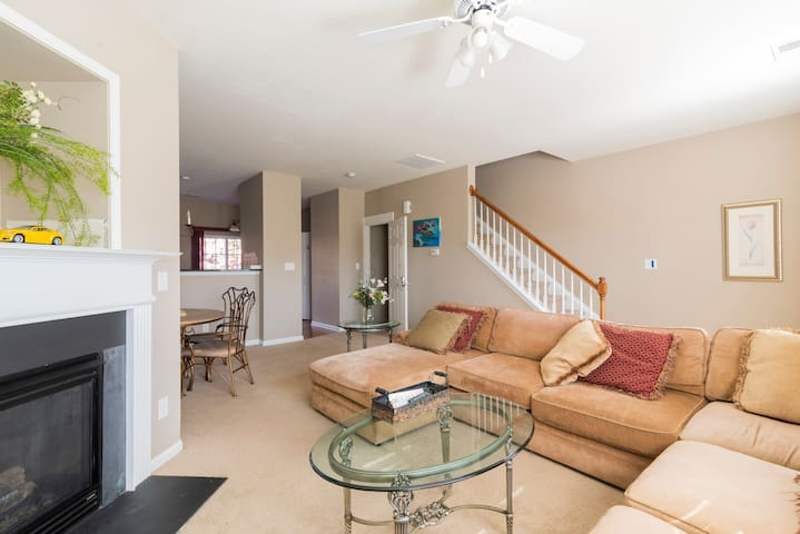 N. Charlotte Townhouse - Near Speedway and UNCC