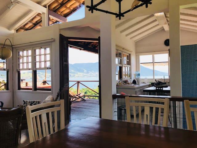 Vista para o mar da mesa de refeição - Sea view at the table;