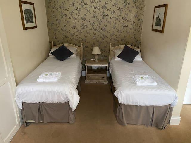 Twin Room | The Fountain Inn