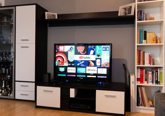 Großer LCD-TV im Wohnbereich