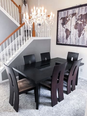 Cozy Modern Town Home Suite-  Dining Room Area-  2 level 4 Person Luxury Get Away