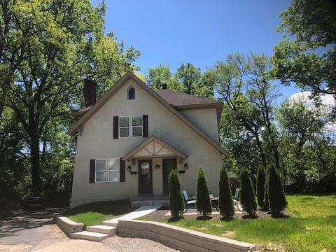 Oakley-Newly Renovated with Private, Walk Out Deck