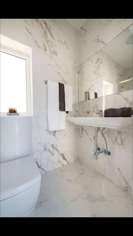 Luxuriously Designed, New, Seaside Penthouse - Il-Gżira - Lejlighed