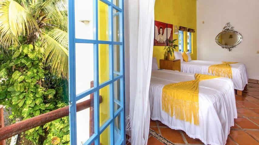 Romántica habitación estilo mexicana