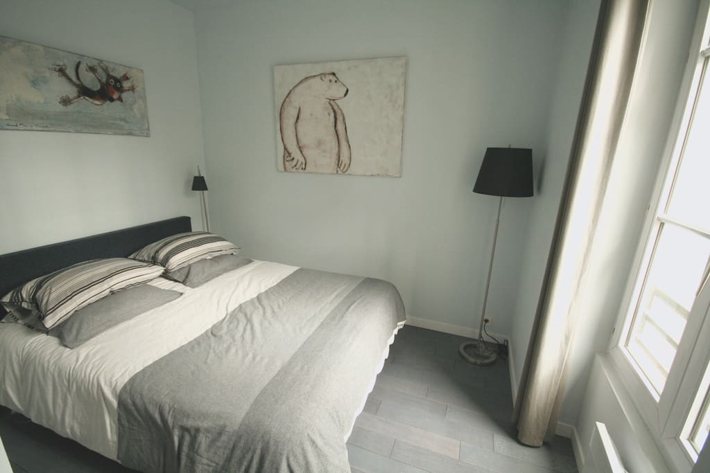 The bedroom just above the Passage du grand Cerf : quiet and luminous