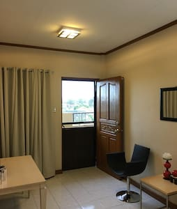 Well Ventilated Apartment w/ WIFI - Biñan - Appartement