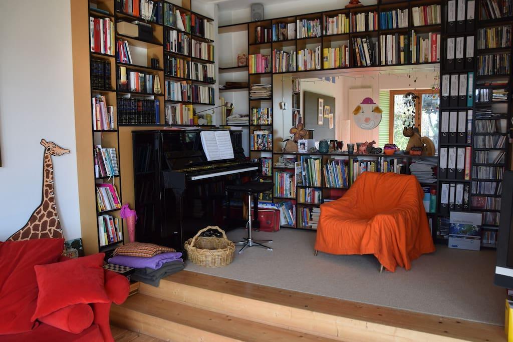 Bücher-, Spiel-, Musikbereich