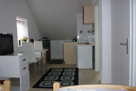 Gasthaus - Pension Am Buchberg (Mönchsdeggingen), Ferienwohnung 1 für 2 Personen im Nebenhaus