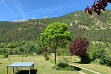 The large garden of Domaine La Pique with playing and bbq areas on the river Bez