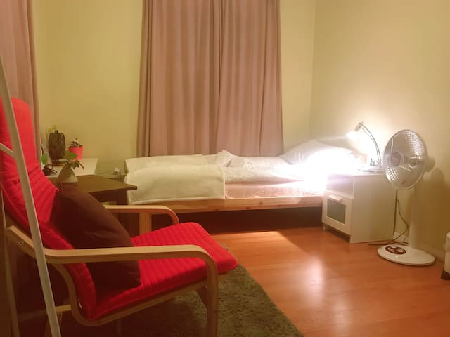 single room with Private Bath,close to LLUMC,ARMC