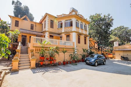 OYO Hill-View 2BR Stay near Nakki Lake(600 m)