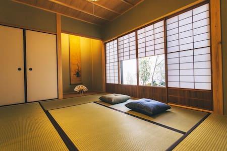Traditional Japanese Garden Room.【HATSUNE】