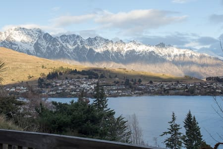 Private Entrance with En-Suite & Stunning Views! - Queenstown - House