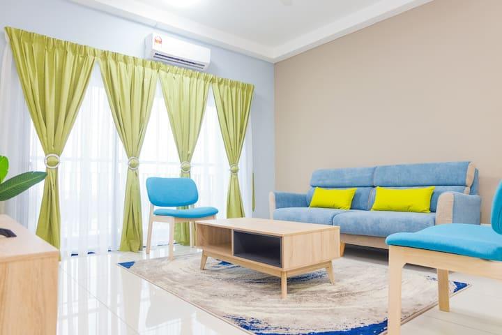Spacious Bright Modern Suite with Sprawling Views