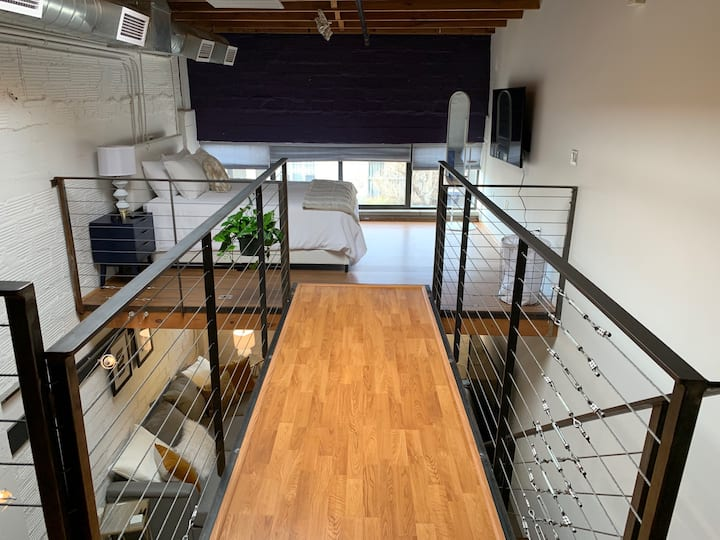 Contemporary Loft! Walk to UNM & Dining!