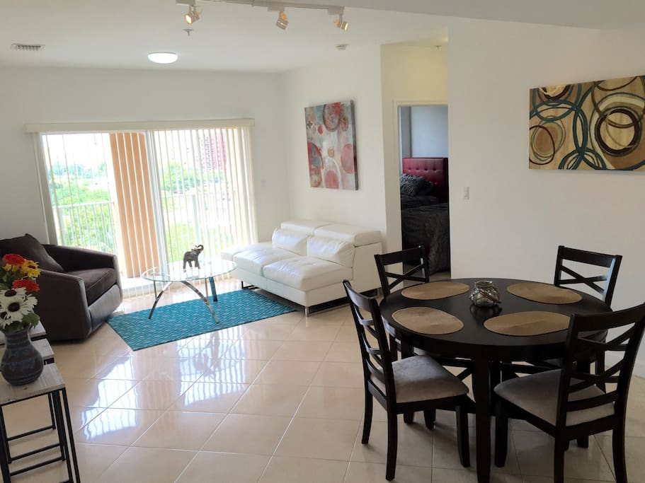 2 Bedrooms And 2 Full Bathrooms Apartments For Rent In Coral Gables Florida United States