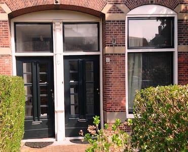 Lovely Leiden Home with Garden - Apartamento