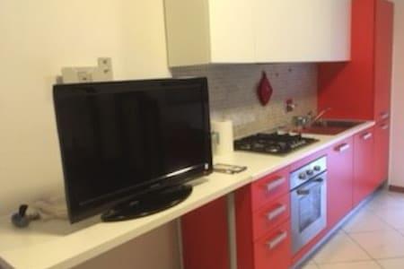 Castelguelfo Outlet Cozy Apartment - Castel Guelfo di Bologna