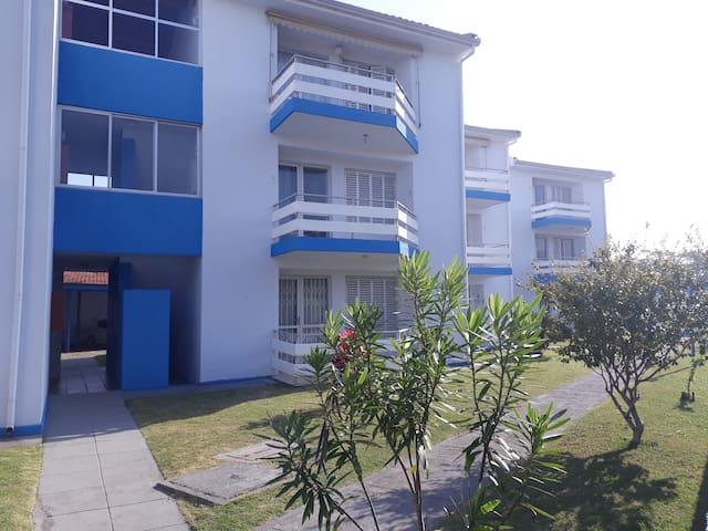 Apartamento confortável muito próximo ao mar