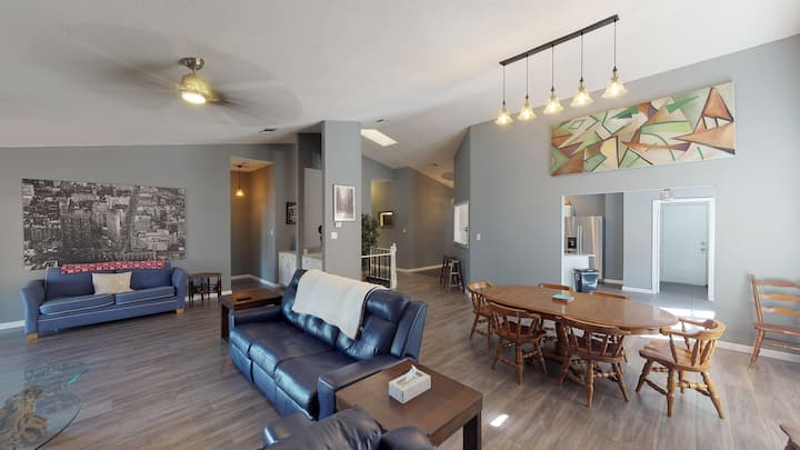Snazzy home on quiet culdesac